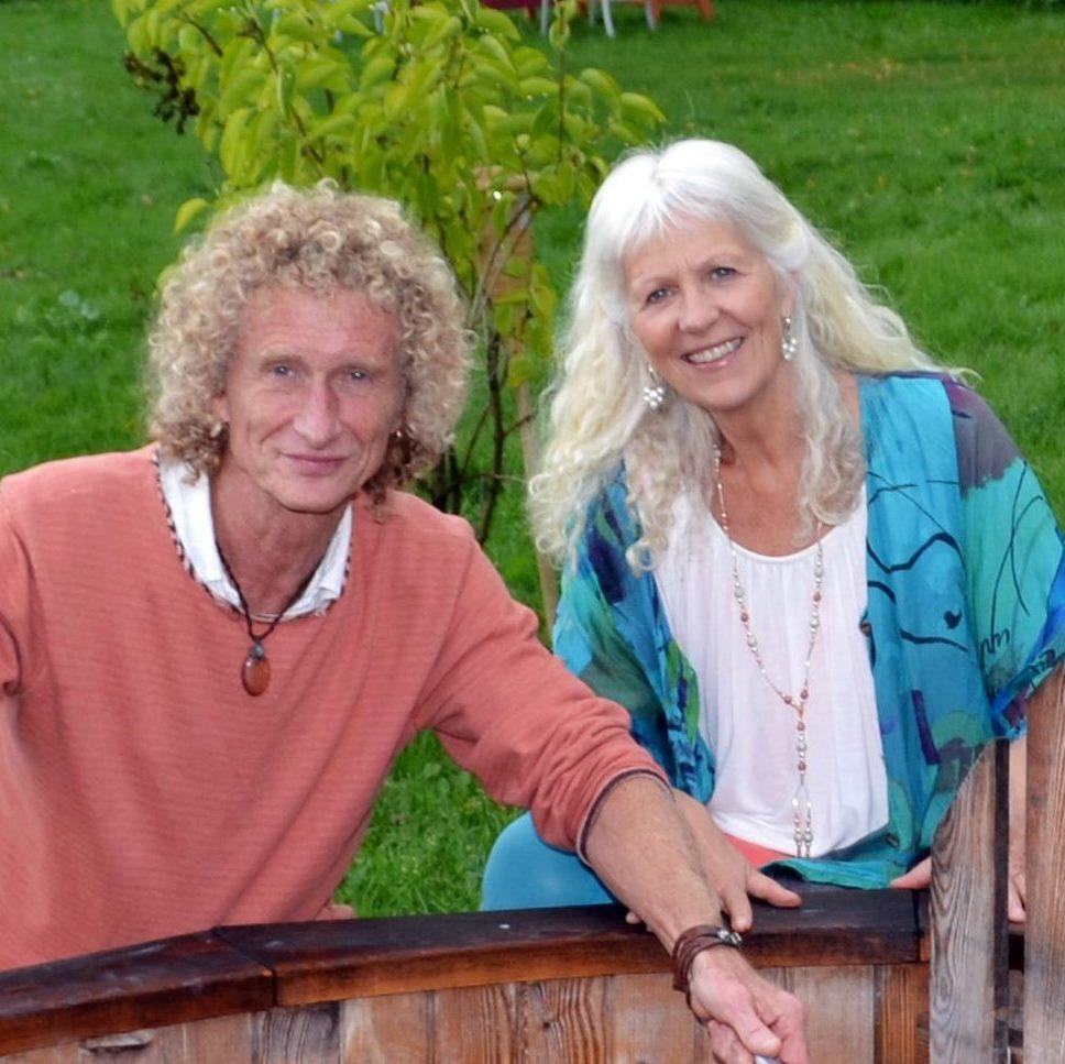 Lisbeth Lind (61) og ektemannen Øivinn Øi (62) driver Aruna-akademiet på Bjørk gård på Ilseng. Livsstil-rep til Lørdag.